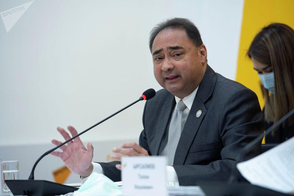 В пресс-центре Sputnik Кыргызстан прошел брифинг о правильном использовании антибиотиков. На фото — Аднан Куреши — представитель Продовольственной и сельскохозяйственной организации ООН (ФАО) в КР.