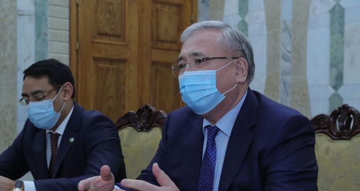 И.о президента КР, торага Жогорку Кенеша Талант Мамытов принял чрезвычайного и полномочного посла Казахстана в Кайрата Нурпеисова