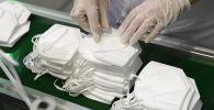 Производство медицинских масок. Архивное фото