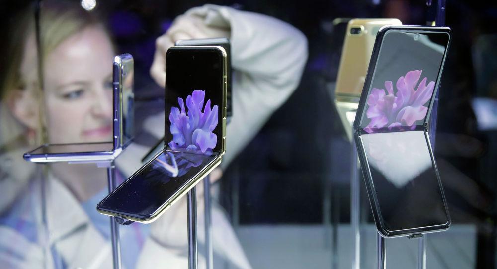 Смартфон Samsung Galaxy Z Flip. Архив