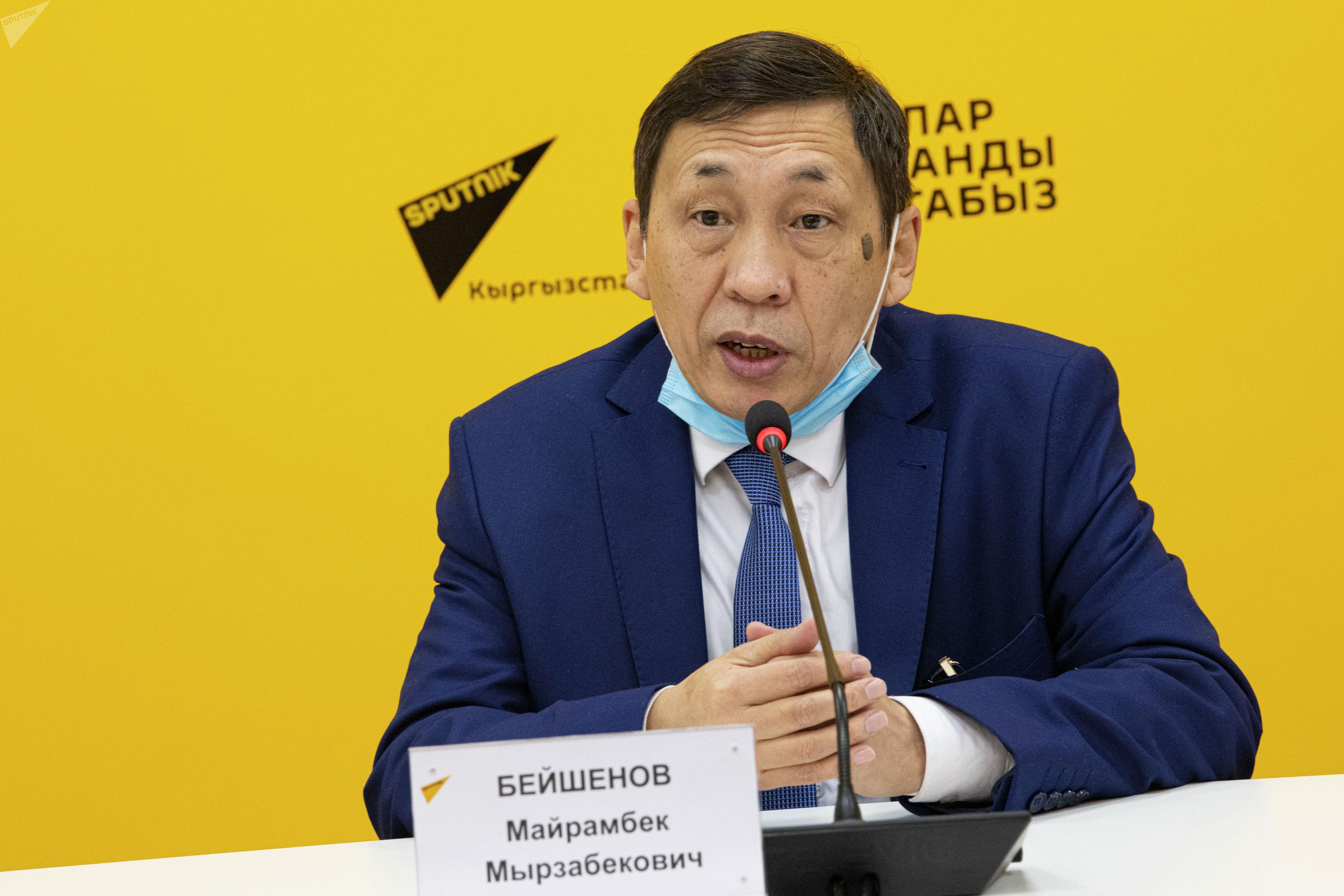Руководитель представительства Государственной службы миграции КР в России Майрамбек Бейшенов в мультимедийном пресс-центре Sputnik Кыргызстан.