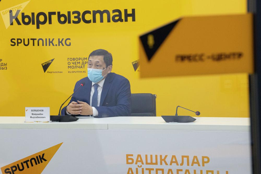 На онлайн-брифинге в пресс-центре Sputnik Кыргызстан он рассказал об упрощении миграционных законов в России