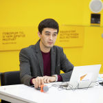 Модератор мероприятия Алимджан Валиев