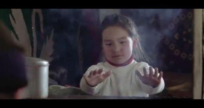 Кадры из документального фильма Скользкая дорога кыргызстанки Гульнары Айтмаматовой