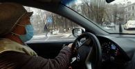 В Бишкеке открылась служба, куда могут трудоустроиться только женщины. Сотрудницы могут формировать рабочий день, как им удобно. Однако есть одно условие — бишкекчанки должны иметь стаж вождения не меньше трех лет.
