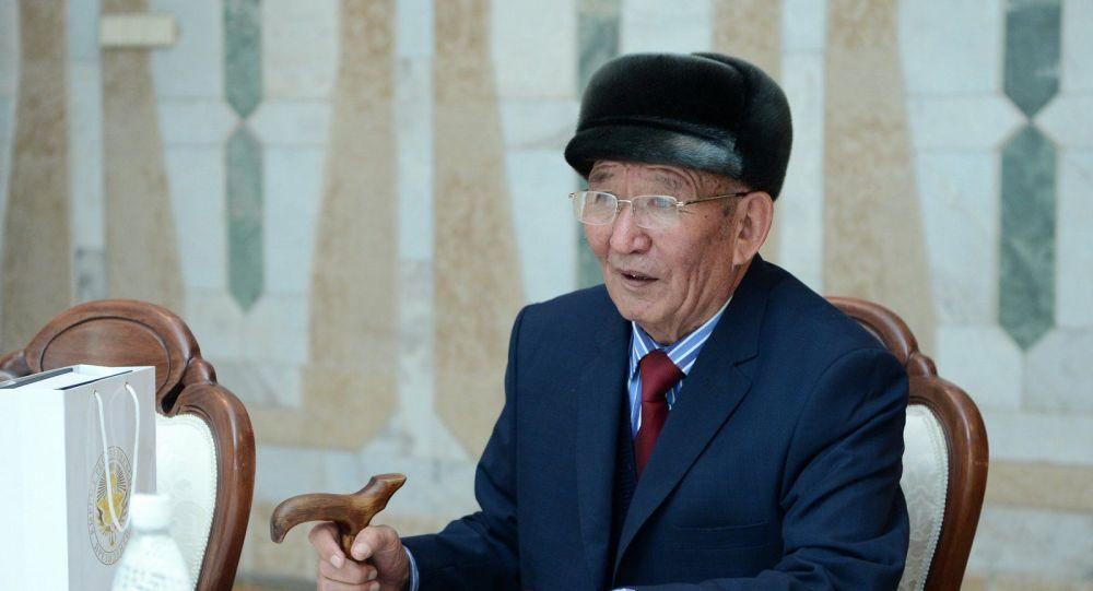 Белгилүү акын жана жазуучу Шабданбек Кулуев. Архив