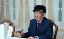 Кыргыз Республикасынын гимнинин сөзүн жазган авторлордун бири Шабданбек Кулуев. Архив
