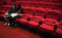Зрители в зале кинотеатра. Архивное фото