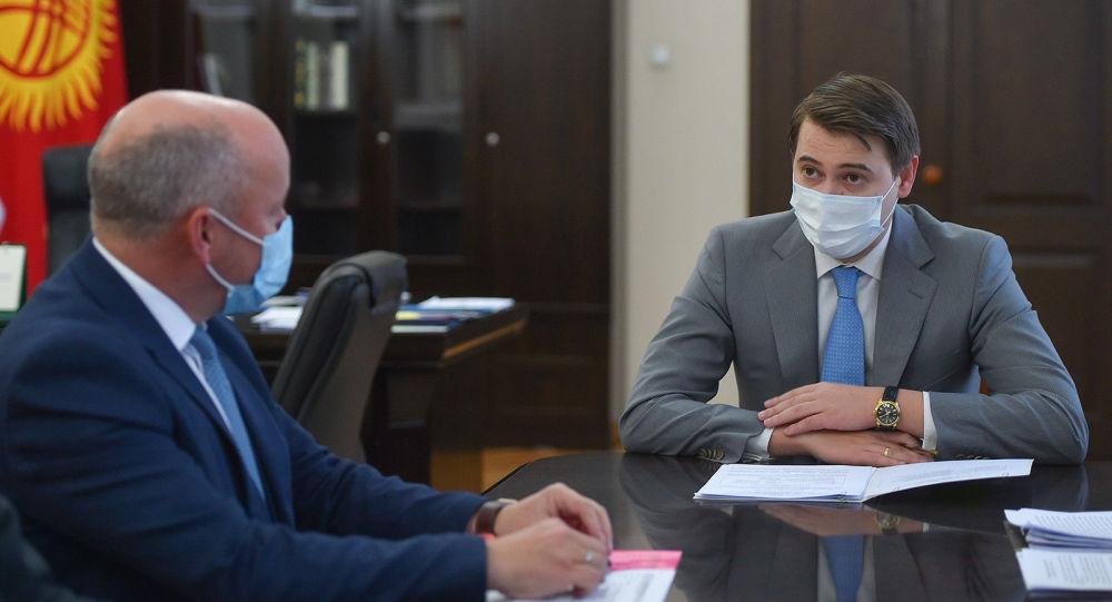 Исполняющий обязанности премьер-министра Артем Новиков встретился с директором Европейского банка реконструкции и развития по Центральной Азии Нилом Маккейном