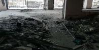 Корреспондент Sputnik Кыргызстан вошел в сгоревшее здание Генеральной прокуратуры и проводит экскурсию в прямом эфире для читателей агентства.