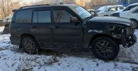 Автомобиль марки Lexus-470 на котором водитель наехал на мужчину и скрылся в места аварии в селе Военно-Антоновка