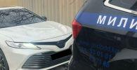 Патрульная милиция оштрафовала владельца двух машин с незаконной тонировкой на лобовых и боковых передних стеклах и проблесковыми маячками в Бишкеке