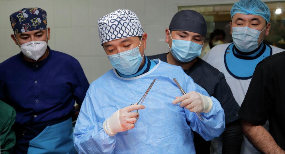 Кыргызстанда Ош облустар аралык биргелешкен клиникалык ооруканасында биринчи ирет TAVI (аорталык клапандын имплантациясы) технологиясын колдонуу менен жүрөккө операция жасалды