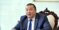 Президенттин Жогорку Кеңештеги өкүлү, президенттик аппараттын жетекчисинин орун басары рангындагы Курманбек Дыйканбаев. Архивдик сүрөт