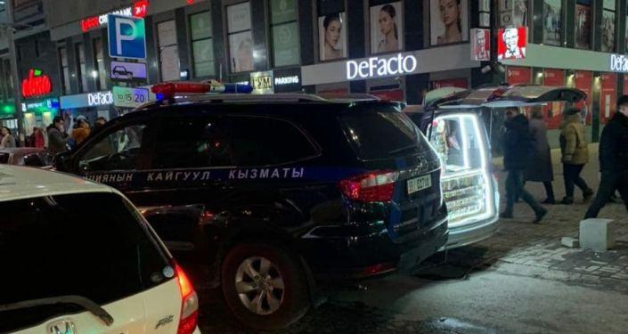 Сотрудники Управления патрульной службы милиции Бишкека обеспечивают охрану общественного порядка и безопасность дорожного движения во время Черной пятницы