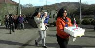 Российские миротворцы и специалисты МЧС России помогают жителям непризнанной Нагорно-Карабахской республики возвращаться к мирной жизни.