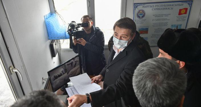 Исполняющий обязанности премьер-министра, первый вице-премьер-министр КР Артем Новиков посети контрольно-пропускной пункт Чалдовар