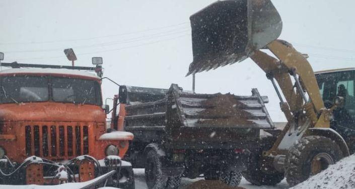 Ситуация на трассах Кыргызстана из-за ухудшения погоды и снегопада