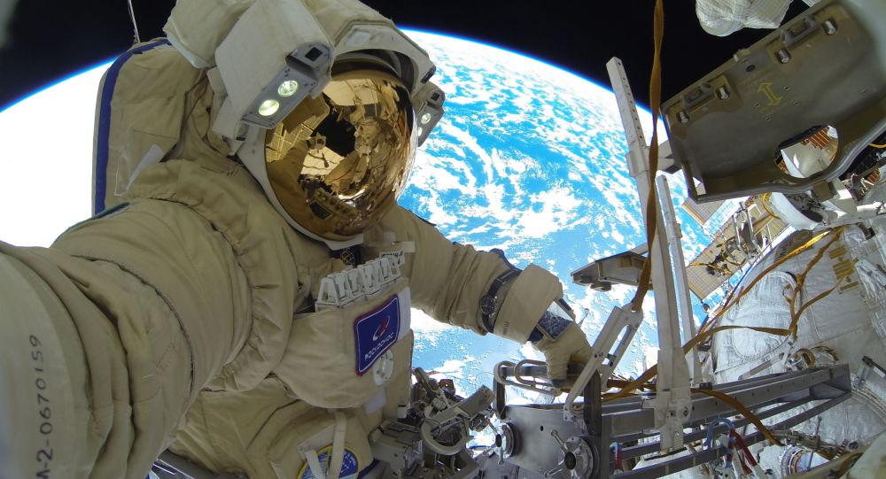 Россиялык космонавт Сергей Кудь-Сверчковдун ачык космоско чыккан учуру