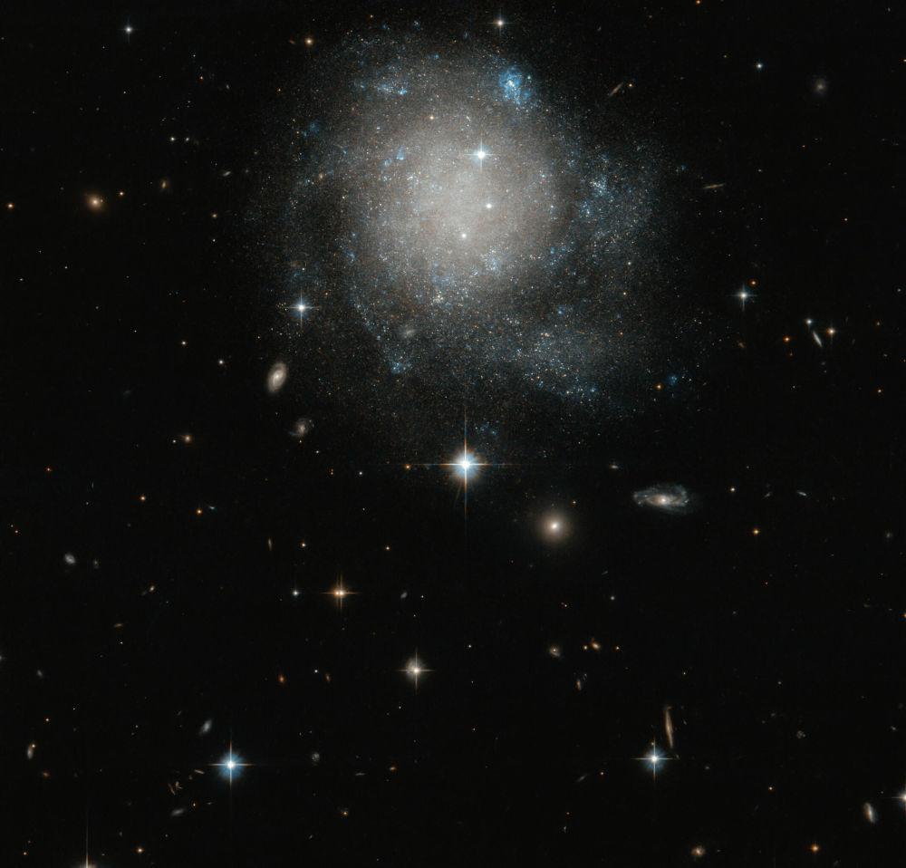 Спиральная галактика UGC 12588 в созвездии Андромеды