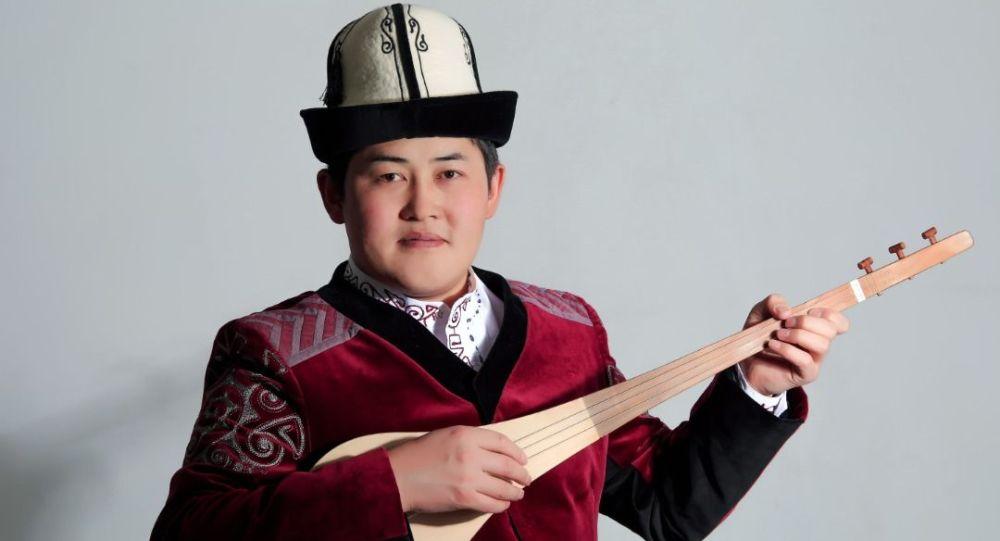 Төкмө акын, кытайлык кыргыз Акмат Султан