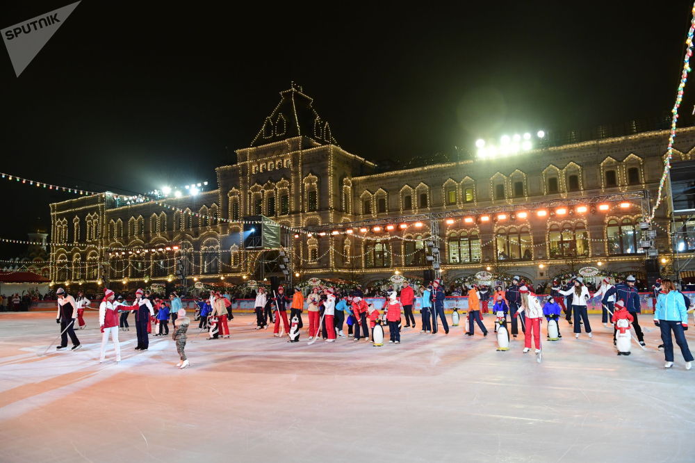 Россиядагы башкы муз аянты дем алыш күнү салтанаттуу түрдө ачылган. Бул мааракелик сезон