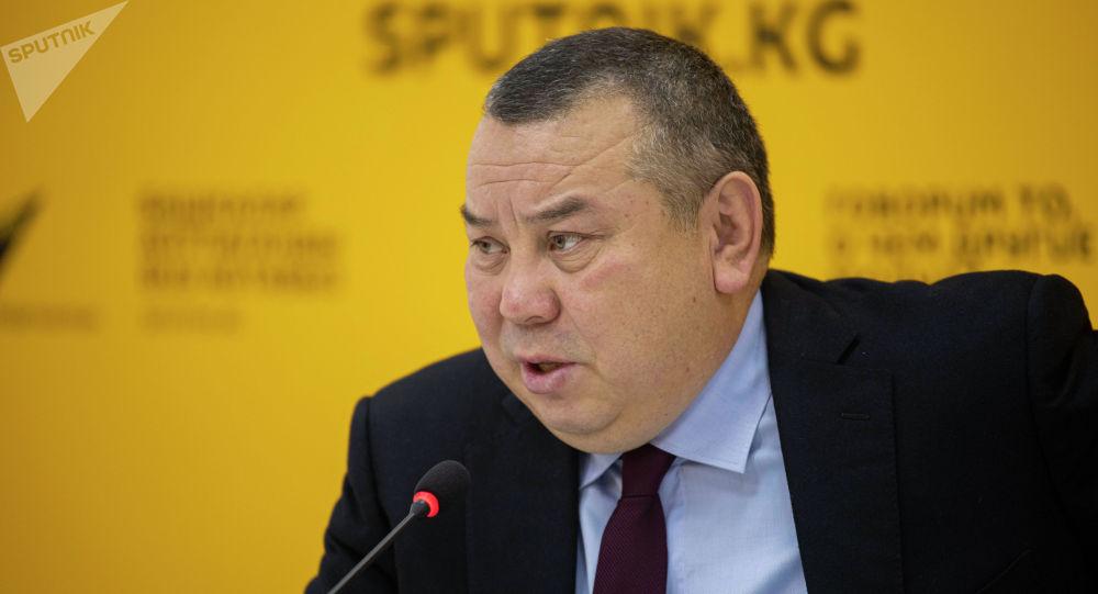 Исполняющий обязанности мэра Бишкека Балбак Тулобаев на брифинге в мультимедийном пресс-центре Sputnik Кыргызстан.