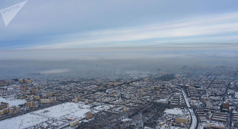 Густой смог над Бишкеком декабрьским утром