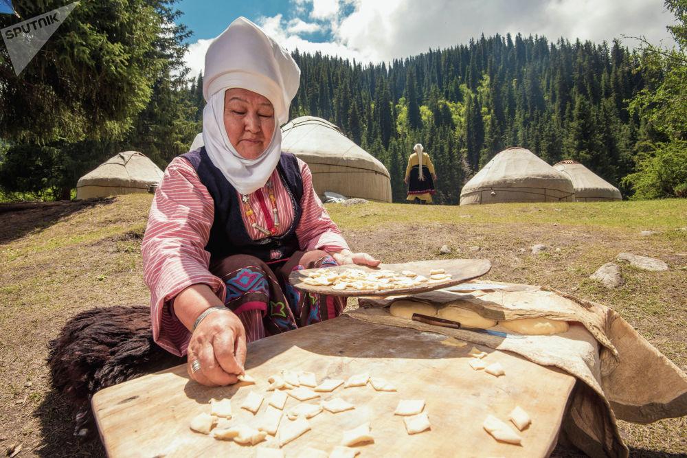 Боорсокту кыргыздар той-ашта дайыма жасашат. Жыт чыгарып, куран окутууда да сөзсүз боорсок бышырылат.
