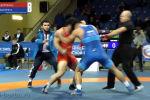 Поединок на чемпионате России по вольной борьбе между спортсменами перерос в рукопашную. Борцы перешли от борьбы к драке на первых секундах схватки.