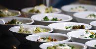 Тарелки с салатами на столе. Архивное фото