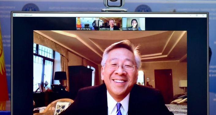 Видеоконференция Министра иностранных дел Кыргызстана Руслана Казакбаева с Послом США в Кыргызстане Дональдом Лу. 03 декабря 2020 года