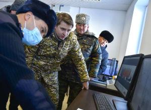 Өкмөт башчынын милдетин аткаруучу, биринчи вице-премьер Артем Новиков Нарын облусундагы Торугарт көзөмөл-өткөрүү пунктунда
