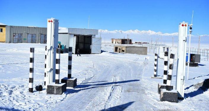 Контрольно-пропускной пункт Торугарт на границе Кыргызстана с Китаем в Нарынской области.