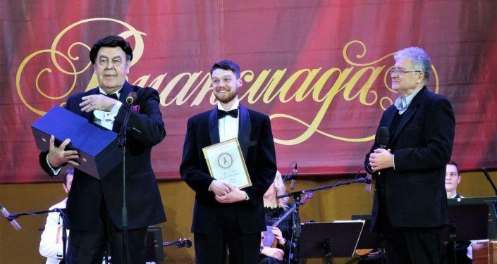Победитель гран-при международного конкурса молодых исполнителей русского романса Романсиада – 2020 Карлен Манукян.
