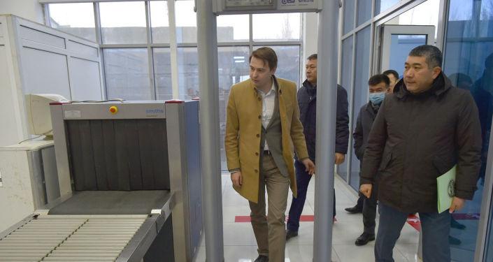 Баткен облусуна жасаган сапарынын алкагында премьер-министрдин милдетин аткарып жаткан Артем Новиков Баткен облусунун жаңы аэровокзалынын ачылыш салтанатына катышкан