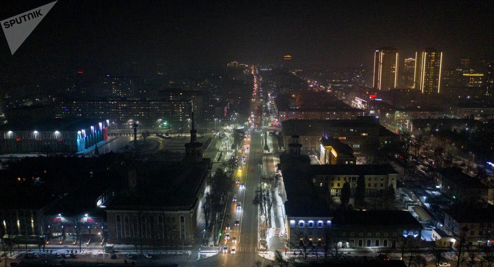 Вид с высоты на проспект Чуй в Бишкеке в ночное время. Архивное фото