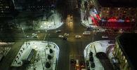 Вид на транспорт на пересечении проспектов Манаса и Чуй ночью в Бишкеке. Архивное фото