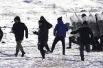 На тренировочном полигоне Ала-Тоо под Бишкеком прошли командно-штабные учения — военные отработали действия при условном введении режима чрезвычайного положения, а также при обеспечении правопорядка в связи с президентскими выборами.