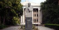 Памятник Константину Юдахину. Архивное фото