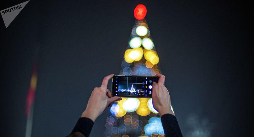 Главная новогодняя елки на площади Ала-Тоо в Бишкеке. Архивное фото