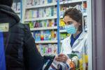 Фармацевт в одной из аптек города. Архивное фото
