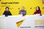 Участники видеомоста с режиссером Андреем Кончаловским в пресс-центра Sputnik Кыргызстан