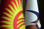 Флаги Кыргызской Республики и Евразийского экономического союза. Архивное фото