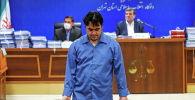 Рухолла Зам, журналист-диссидент во время суда в Тегеране (Иран)