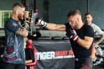 Боец UFC в легком весе Рафаэль Физиев тренируется в зале Tiger Muay Thai на Пхукете