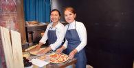Основатели пиццерии в Кочкоре Бермет Бутешева и Жанаркуль Доктурбекова