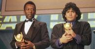Футболисты Пеле и Диего Марадона на церемонии вручения награды  Золотой мяч 1987 года. Архивное фото