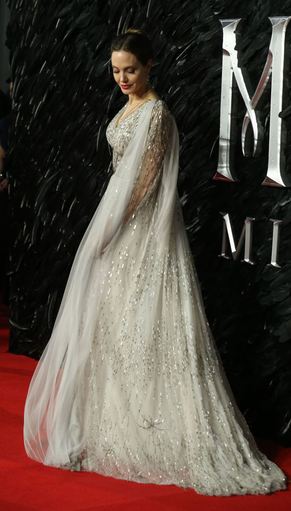 Доход актрисы Анджелины Джоли составил всего 35,5 миллиона долларов. Она на предпоследнем — 99-м — месте в рейтинге.