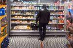 Мужчина в супермаркете. Архивное фото